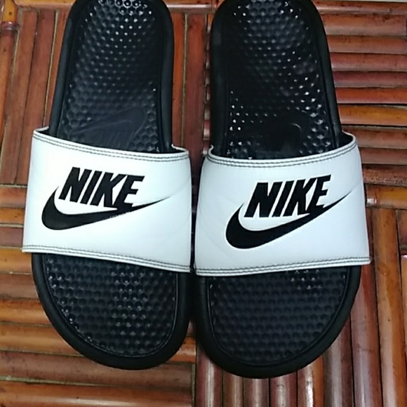 MAKE OFFER Men' Nike Slides Size 9 Great Condition